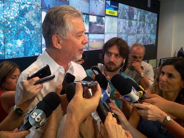 José Fortunati cogita pedir auxílio da Força Nacional para encerrar greve dos rodoviários (Foto: Vanessa Felippe/RBS TV)