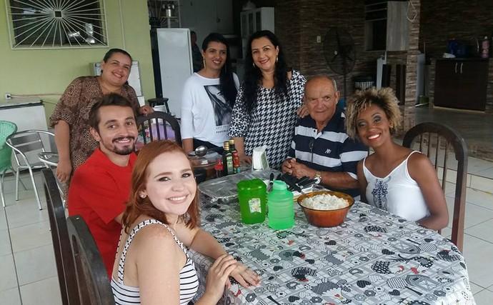 Equipe do 'Zapp' visita família do Seu Gerardo, fã da Jaque  (Foto: Rede Amazônica)
