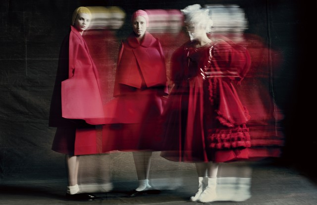 Rei Kawakubo for Comme des Garçons (Foto: Paolo Roversi/Courtesy of The Metropolitan Museum of Art)