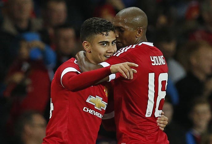 Andreas Pereira e Ashley Young - Manchester United e Ipswich Town (Foto: Reuters)