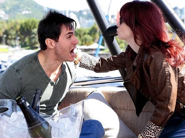 Inácio insiste em dizer que não é Fabian (Foto: Cheias de Charme / TV Globo)