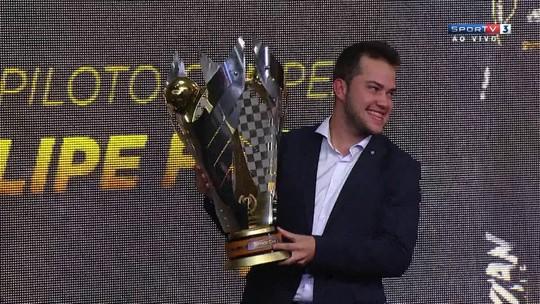 Campeão, Felipe Fraga coleciona prêmios em noite de gala da Stock Car
