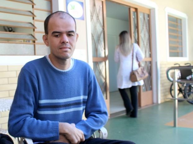 Deficiente auditivo motiva médicos a aprenderem Libras em hospital de MS (Foto: Gabriela Pavão/ G1 MS)