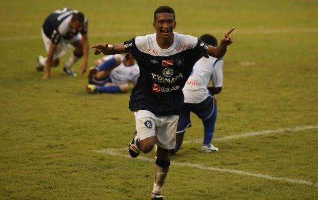 Jhonnatan comera o segundo gol na vitória contra o Águia de Marabá, no Mangueirão, na final do segundo turno do Parazão (Foto: Tarso Sarraf/O Liberal)