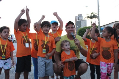 Os pequenos sentiram o gosto de conquistar a primeira medalha  (Foto: Emerson Rocha)