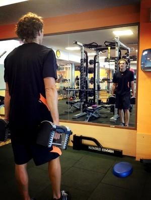 Forlán mostrou treino na academia (Foto: Reprodução/Twitter)