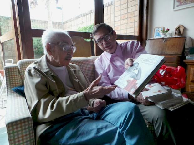 Jornalista Bosco Martins entrevistou Manoel de Barros em 12/11/2013. (Foto: Bosco Martins/ Arquivo Pessoal)
