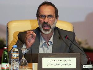 O xeque Ahmed Moaz Al-Khatib dá entrevista neste domingo (11) em Doha, no Qatar (Foto: AFP)