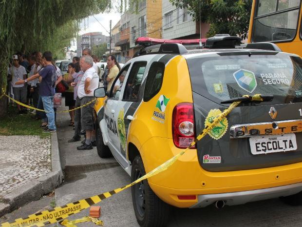 Crime causou tumulto no local  (Foto: Luiz Fernando Martins / RPC TV)