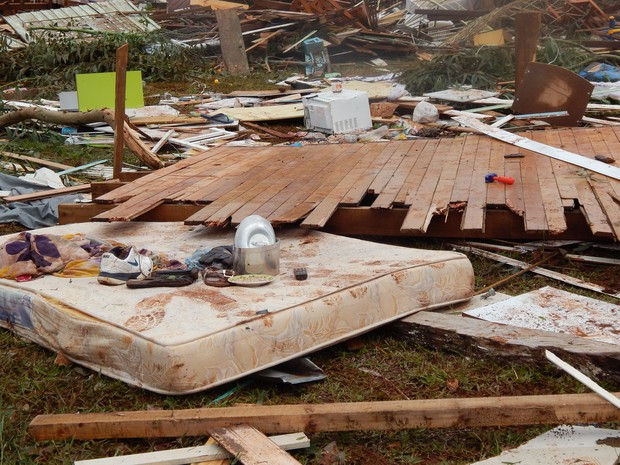 Casa ficou completamente destruída (Foto: Laion Espíndula/G1)