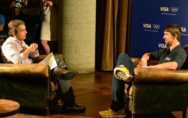 Michael Phelps entrevista Renato Ribeiro Brasil (Foto: Nelson Veiga / Globoesporte.com)