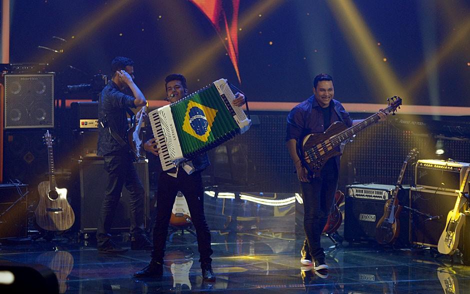 Luan e Forró Estilizado em apresentação no SuperStar (Foto: Globo/Camila Serejo)