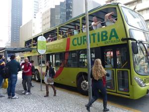 Ônibus da linha turismo cobram a passagem de R$ 29 normalmente  (Foto: Adriana Justi / G1)