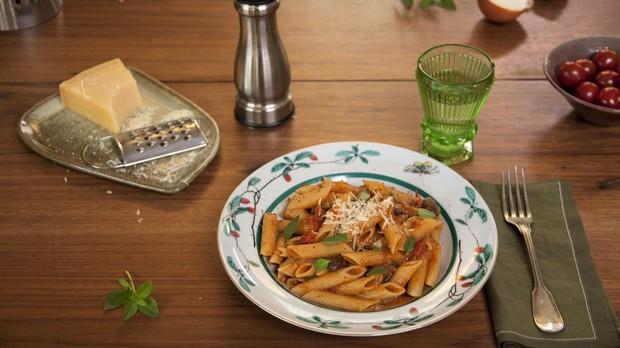 'Cozinha Prtica com Rita Lobo' - Ep. 12 - Penne ao molho de tomate e azeitona de uma panela s (Foto: Ricardo Toscani )