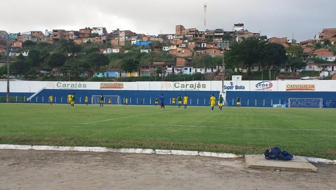 Último coletivo antes do duelo com o Central foi nesta sexta (Foto: Augusto Oliveira / GloboEsporte.com)