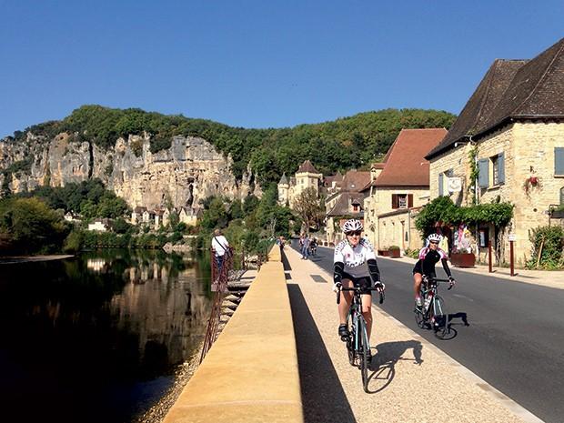 TARSILA NARDI 38 anos  Ganhou do marido uma viagem  de bicicleta para a França. Ela, que pedala e compete como amadora desde 2000, diz que foi  a melhor experiência de sua vida (Foto: Divulgação)