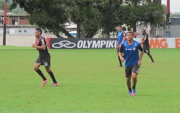 Welinton no treino do Flamengo (Foto: Janir Junior / Globoesporte.com)