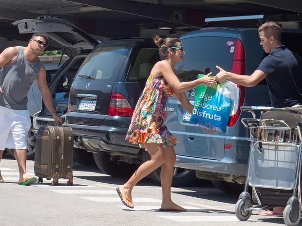 Ronaldo Fenômeno com a namorada, Paula Morais, e com o filho Ronald em Ibiza (Foto: Grosby Group/ Agência)