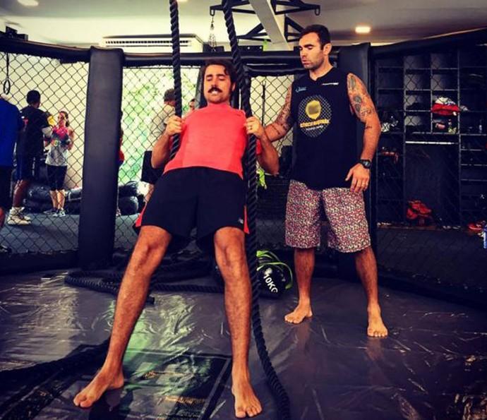 Ricardo Pereira faz diversos exercícios para tonificar os músculos (Foto: Arquivo Pessoal)