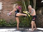 Fernanda Lacerda pratica luta para chegar com tudo em cima a Carnaval