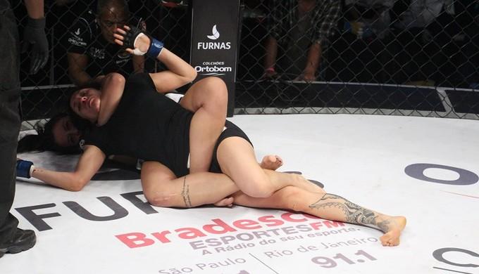 Amanda Ribas Tania Pereda Jungle Fight 79 MMA (Foto: Divulgação)