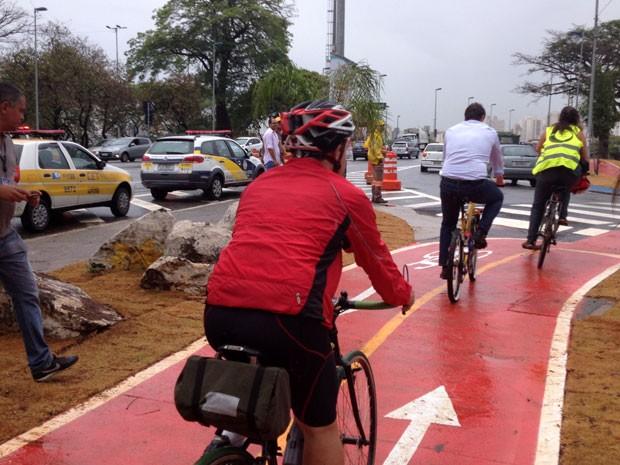 Prefeitura inaugura 1ª ciclovia sobre pontes em São Paulo (Foto: Olívia Florência/G1)