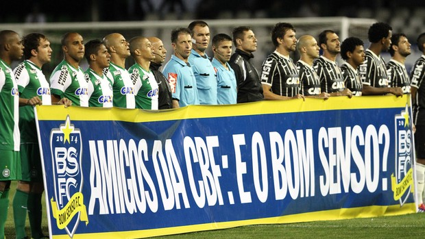 Protesto bom senso Coritiba x Corinthians (Foto: Geraldo Bubniak / Agência Estado)
