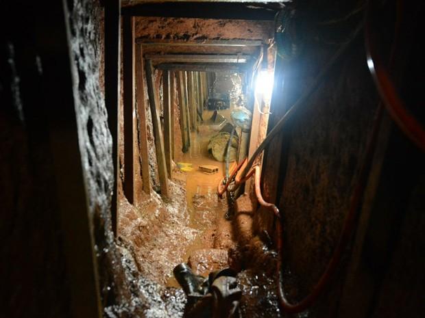 Polícia descobre túnel para fuga em massa da Cadeia Pública de Porto Alegre (Foto: Rodrigo Ziebell/SSP/Divulgação)