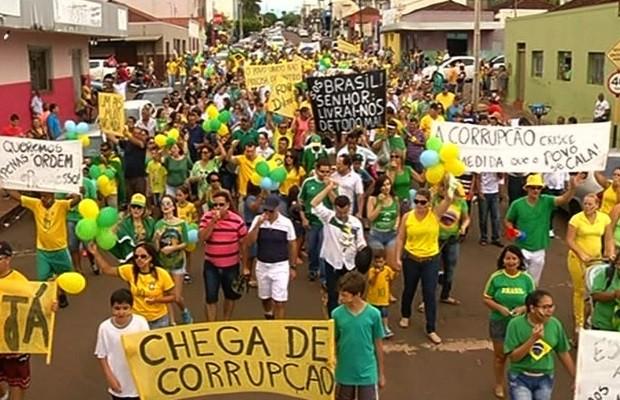 Protesto em Jataí, Goiás (Foto: Reprodução/TV Anhanguera)