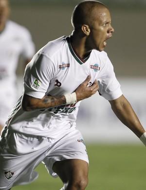Marcos Junior gol Goias x Fluminense (Foto: Agência Estado)