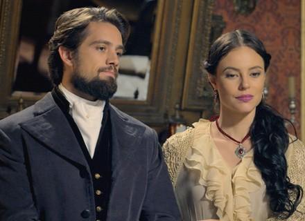 Felipe elogia Lívia na frente de Melissa