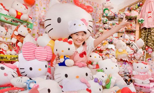 Asako Kanda atem 4.519 objetos Hello Kitty. (Foto: Divulgação/Guinness)