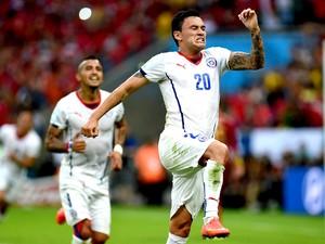 Charles Aranguiz gol jogo Espanha x Chile (Foto: André Durão / Globoesporte.com)