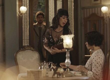 'Tempo de Amar': Lucinda é pega no flagra!