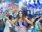 Gabi Miranda comemora aniversário em quadra de escola de samba
