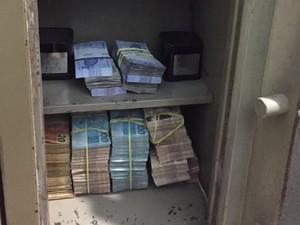 Dinheiro foi apreendido durante buscas da operação (Foto: Divulgação/PF)