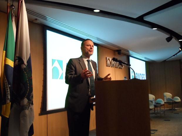 Luciano Coutinho fala sobre empresas do empresário Eike Batista durante evento no Rio (Foto: Lilian Quaino/G1)