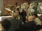 Amigos e familiares velam corpo de Antônio Abujamra em São Paulo