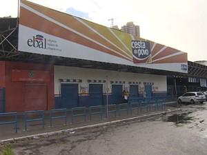 Assalto na Cesta do Povo, em Salvador (Foto: Reprodução TV Bahia)