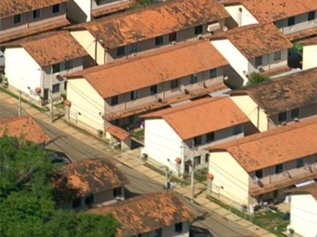 Condomínio na Estrada do Caboclo, em Campo Grande, foi invadido mais de uma vez pela milícia (Foto: Reprodução / TV Globo)