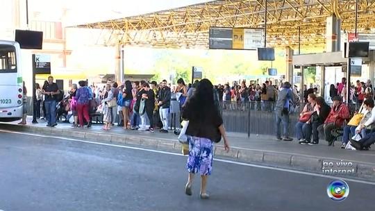 Greve entra no 17º dia e passageiros reclamam de atrasos