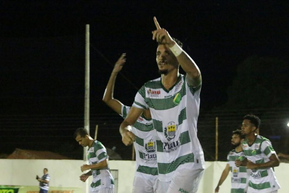 Manoel deixou sua marca no primeiro jogo da final do Piauiense (Foto: Renan Morais )