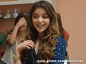 Flaviana fica empolgada com a transformação (Foto: Malhação / TV Globo)