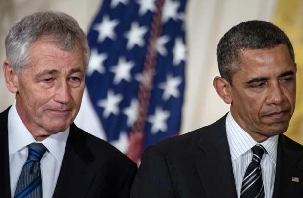 Chuck Hagel ao lado do presidente Barack Obama nesta segunda-feira (7) na Casa Branca (Foto: AP)