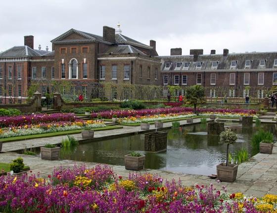 Eles vão morar no Palácio de Kensington, em um aprtamento de quatro quartos que fica na Nottingham Cottage, a ala do palácio reservada ao príncipe (Foto: Reprodução)