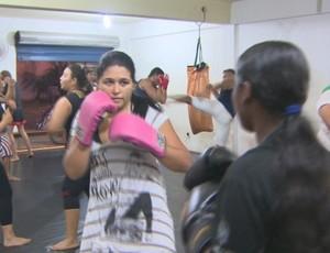 'Mulherada' domina academias de muay thai em Porto Velho, RO (Foto: Reprodução/TV Rondônia)