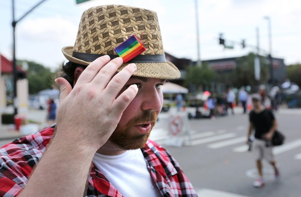 'Eu peguei minha bandana e amarrei bem forte na ferida aberta pela bala nas costas', disse Hansen (Foto: Joe Burbank/Orlando Sentinel/AP)