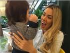 Adriana Sant'anna posta foto e mostra admiração com tamanho do filho