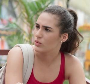 Julia não cai no papo (Foto: TV Globo)