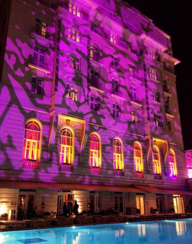Decoração da fachada do Copacabana Palace para o 24º Baile do Copa (Foto: Reprodução/Instagram)